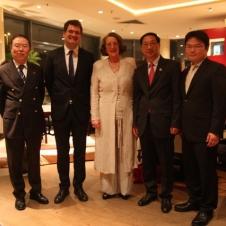 Ein besonderer Tag - v.l. Generalkonsul Yang, Staatsrat W. Schmidt, Präsidentin A,-E. Schöttler, Botschafter Shi Mingde, Vize-Präsident Chen Qiuyi