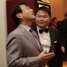 Konsul Japans Takao Anzawa und Präsident der HCG Qiuyi Chen