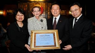 Hanburg-Abend: Konsulin LIU, A.E. Schöttler, Präsident Zhou, Generalkonsul Ma